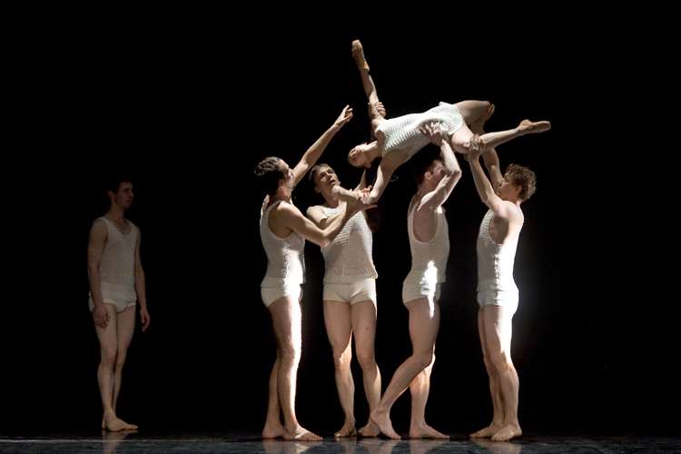 Ballet érotique spectacle de lumière